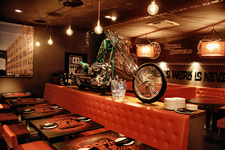 Restaurante 99 moto bar para los amantes de las motos for Decoracion de barras para bares