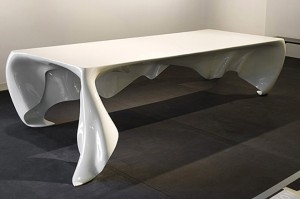 Phantom Table from Graft Architects 01 300x199 La mesa de comedor flotante