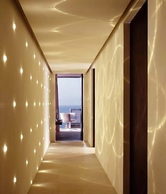 Decorar las zonas de paso de tu casa una buena for Luces de pared interior