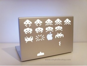 il 570xn 1873538011 300x226 Decora tu Apple