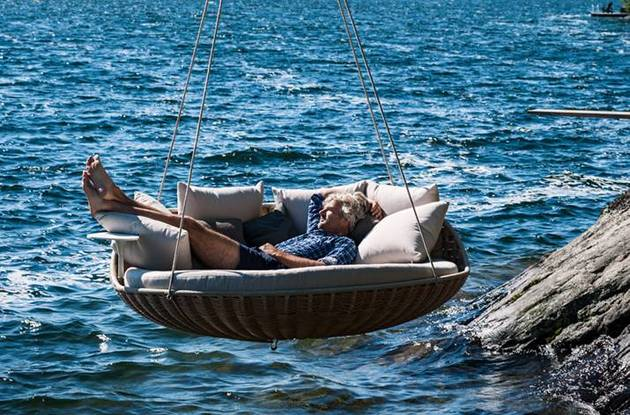 swingrest hanging lounger from dedon 5 thumb 630x415 9922 Hamaca de lujo para el verano